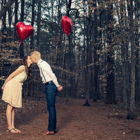 Engagement session picture idea in Atlanta
