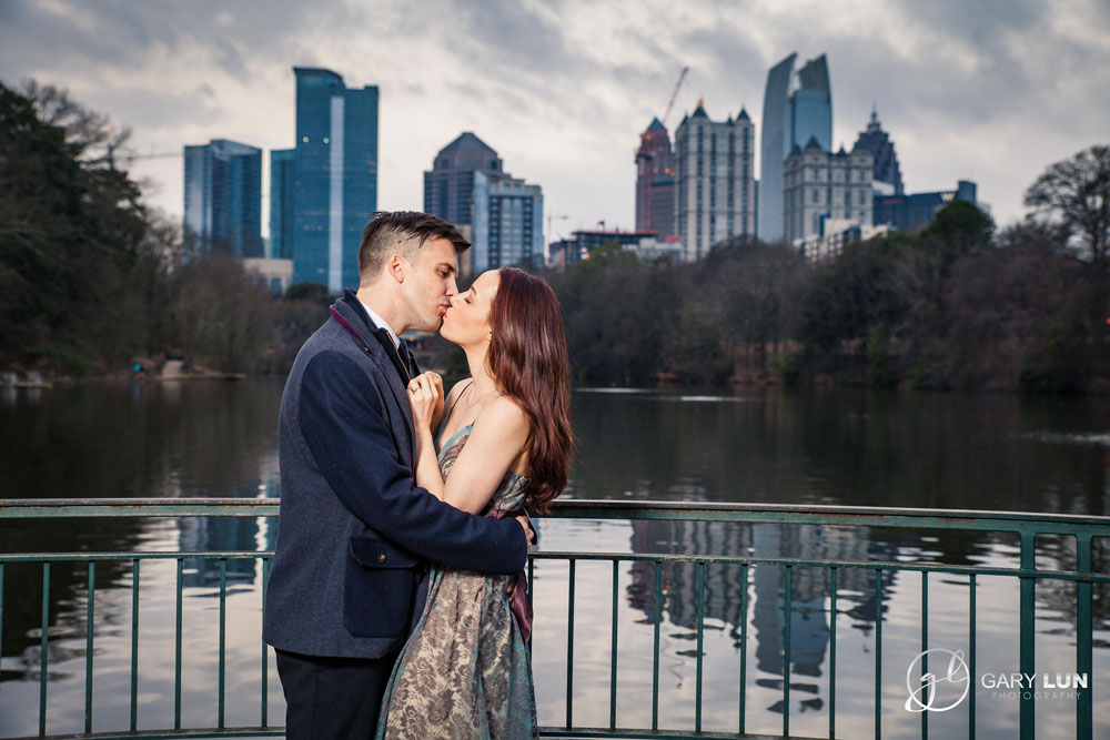 Engagement-session-at-Piedmont-Park-Atlanta-by-the-river